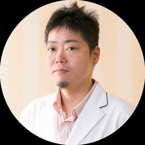 正面を向く吉田先生の写真